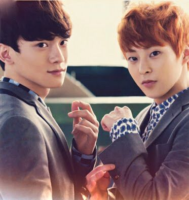 Xiumin and Chen give t...
