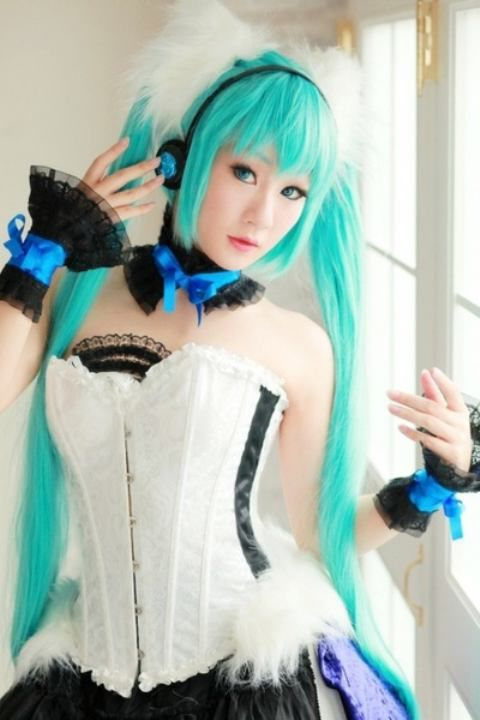 Anime Characters Real Life : White people cosplay anime amino