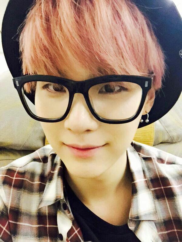 idols wearing glasses