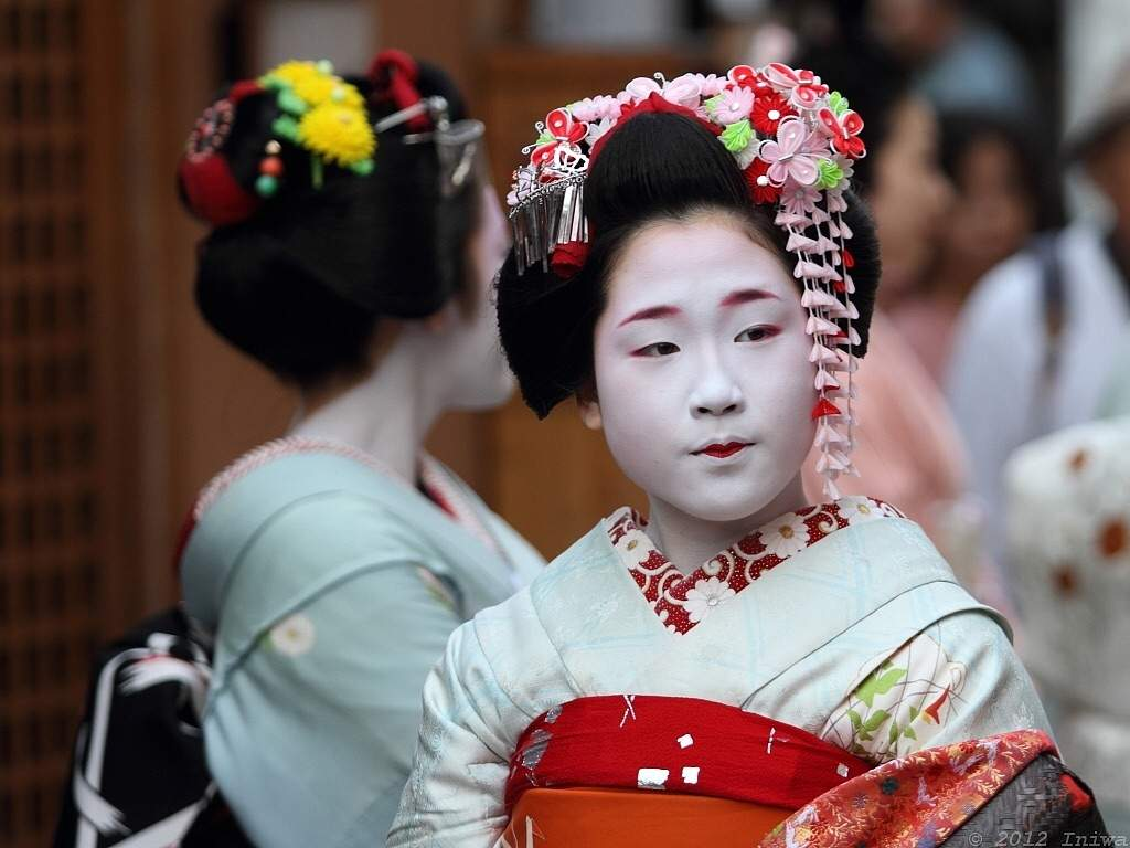 """an analysis of the role of the geisha in japanese culture Geishas and maikos are world famous for being some of the most long-standing examples of japanese culture these beautiful entertainers  the arts of the geisha and geiko the literal meaning of """"maiko"""" is """"dancing child."""