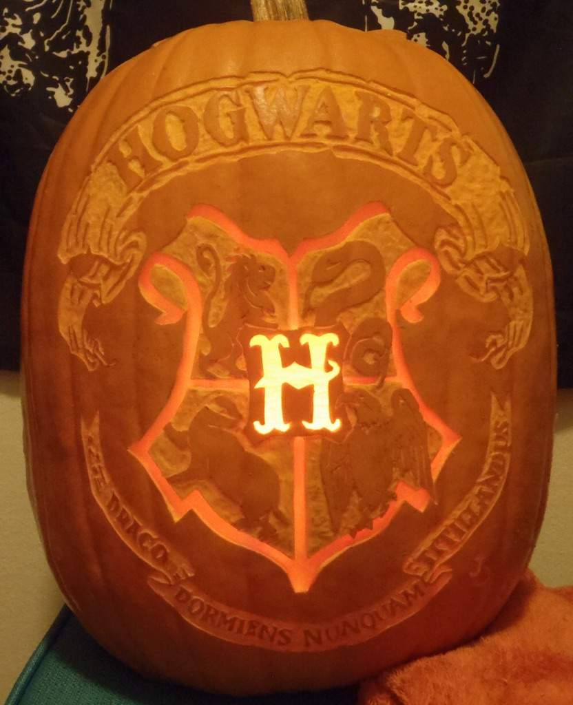 Amazing harry potter pumpkin carvings harry potter amino for Harry potter pumpkin carving templates