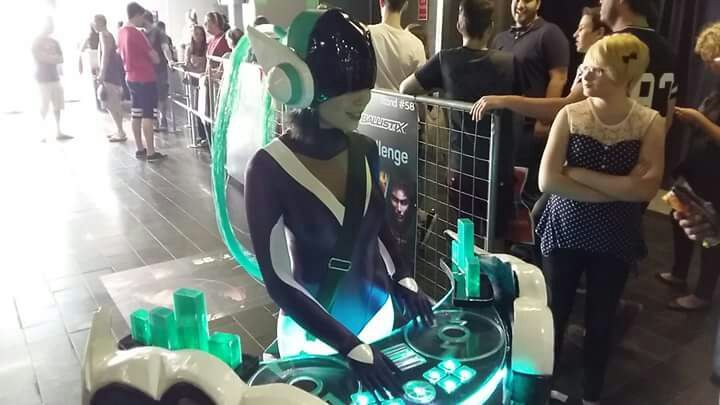how to change dj sona form