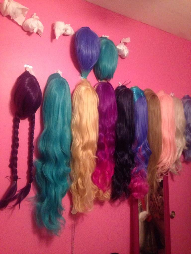 How to make your very own wig wall!!! | Cosplay Amino