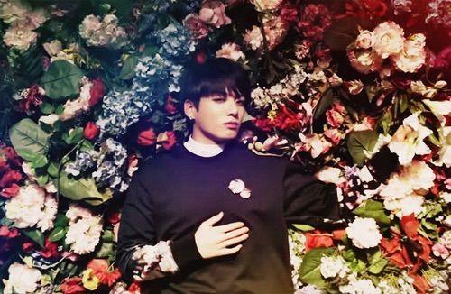 фото бтс с цветами