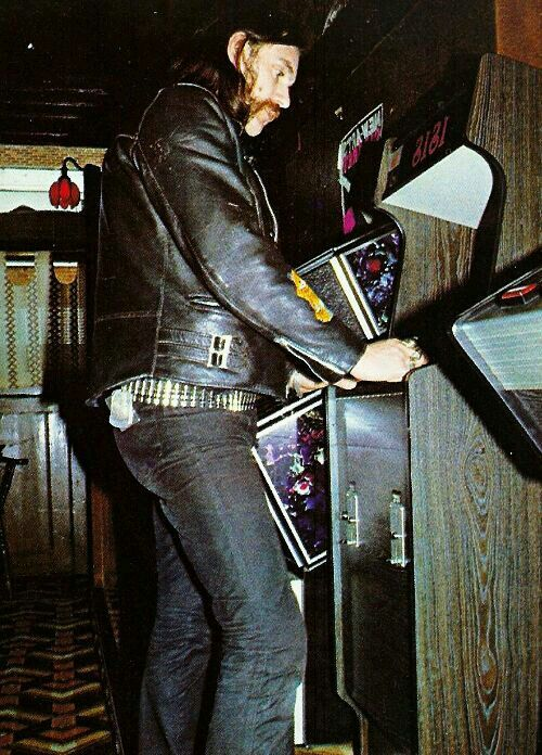 From 1990 Lemmy Lived In Los Angeles California Most Recently A Two Room Apartment Blocks Away His Favourite Hangout The Rainbow Bar And