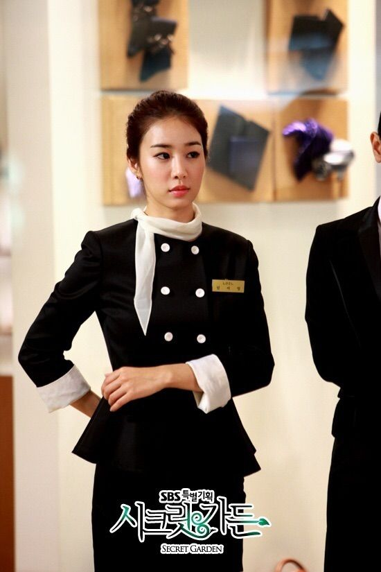 Actress yoo in na shook the hearts of men on the december 4th episode of sbs 2019s secret garden with her glamorous body