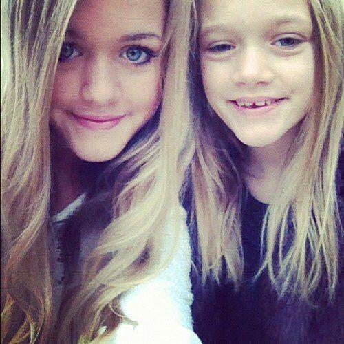 Phoebe And Daisy Tomlinson   Directioners Amino