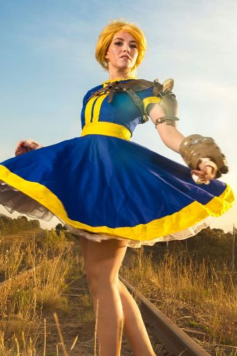 Fallout 4 Dress And Ghoul Makeup Cosplay Amino