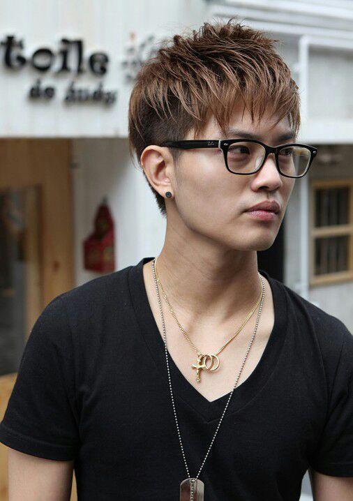 los fequillos para arriba no podan faltar estos peinados en los coreanos se ve muy bien