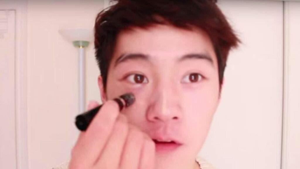 dos de cada hombres coreanos usa maquillaje segun un estudio realizado