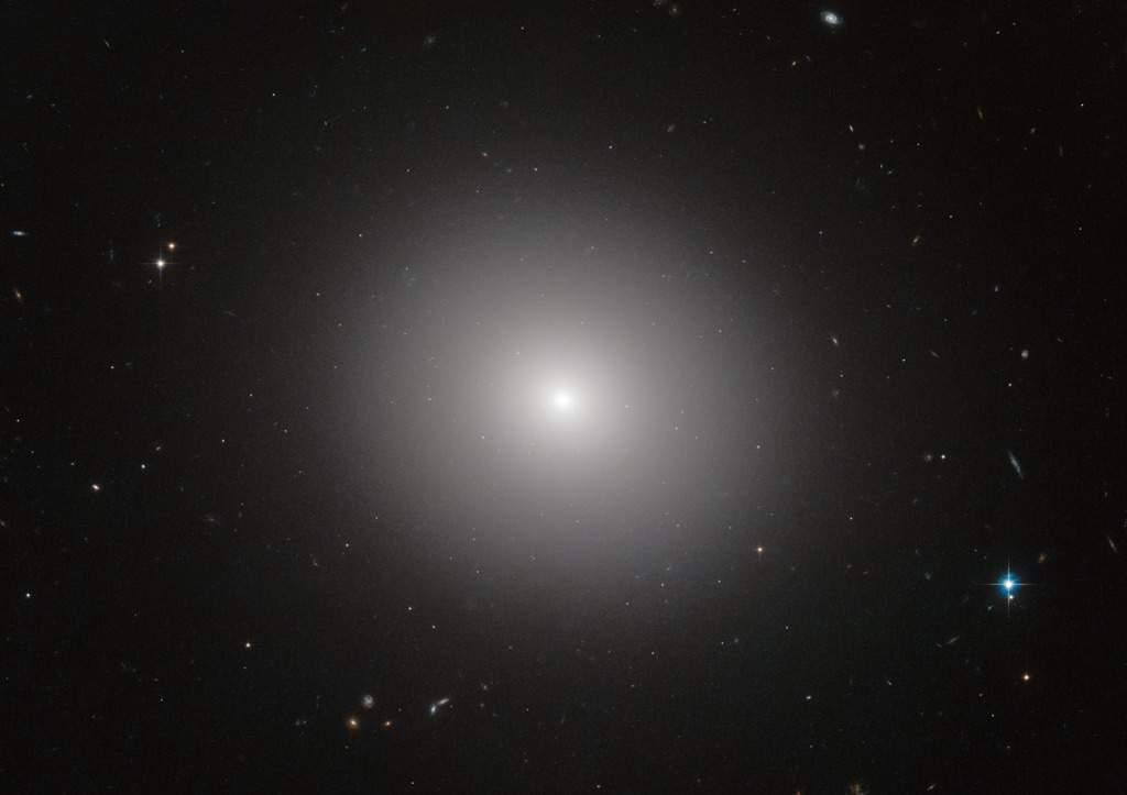 elliptical galaxies football shaped - photo #35