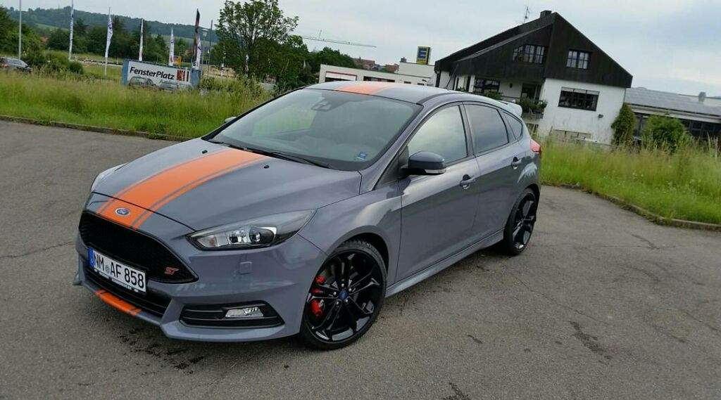 2016 ford focus st first drive review garage amino. Black Bedroom Furniture Sets. Home Design Ideas