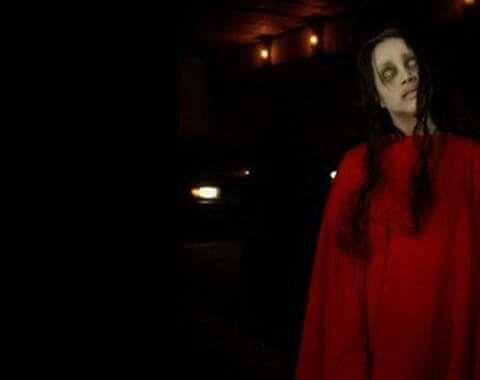 Leyenda de la mujer vestida de rojo
