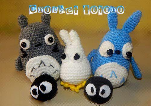 Amigurumi Totoro character keychain crochet pattern - Amigu World | 352x500