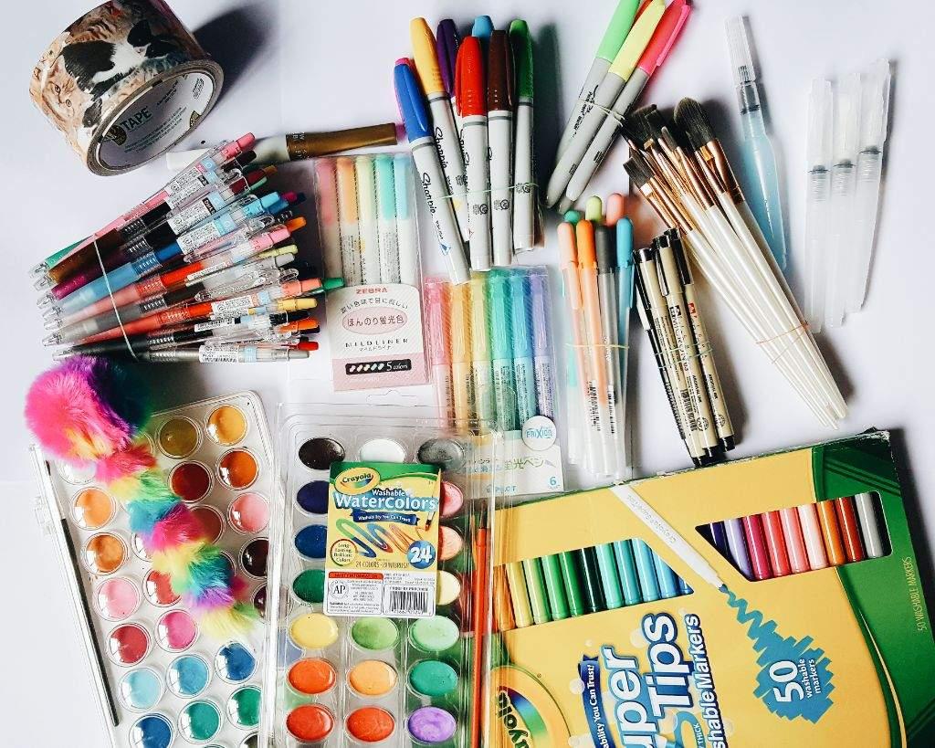 HUGE Art supplies & stationery - 167.2KB