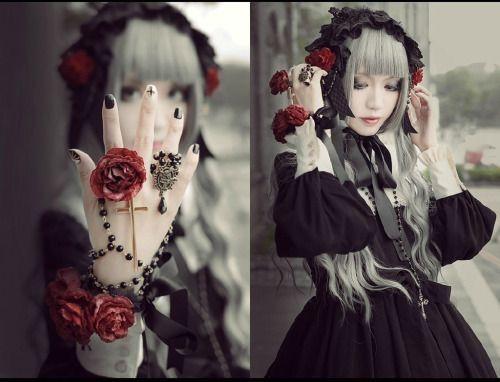 Hasil gambar untuk Gothic Lolitas