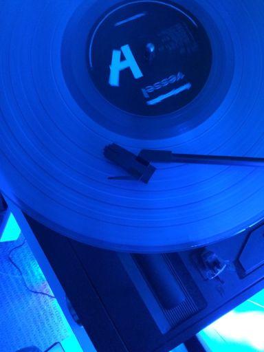 Vessel- Vinyl   Wiki   Clique Amino