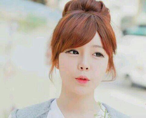 d2ab65e2ae Tu rostro es redondo y te da un eterno aspecto de jovencita. Una cara  redonda puede parecer un poco aplastada. Es necesario crear un relieve ...