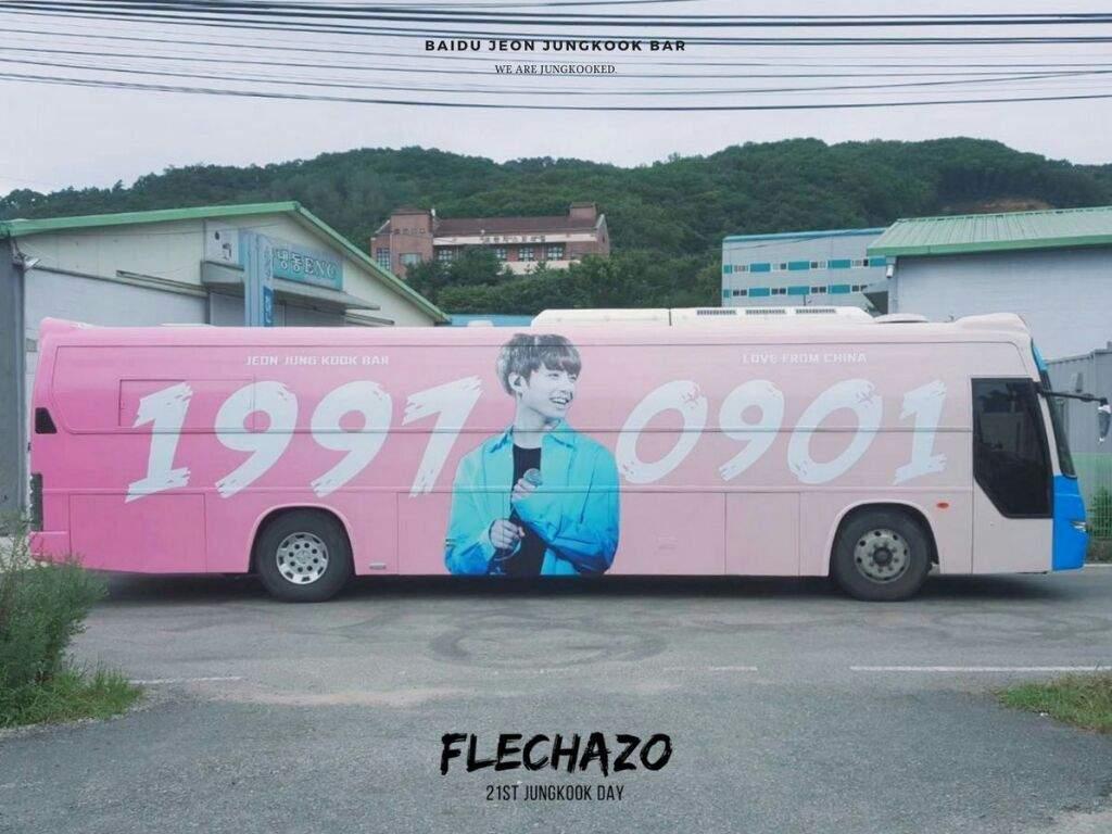 sebuah bus bergambar dan betruliksna nama Jungkook BTS
