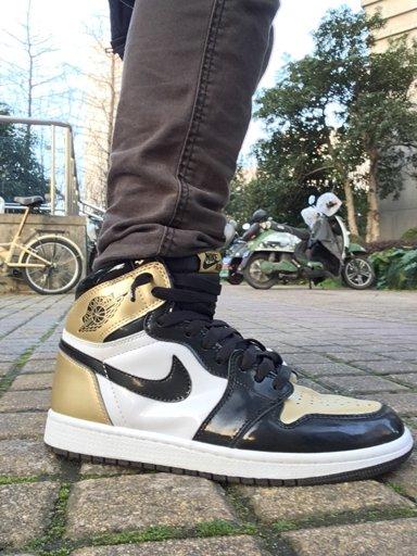 KOTD: Jordan 1 Top 3 Gold Toes