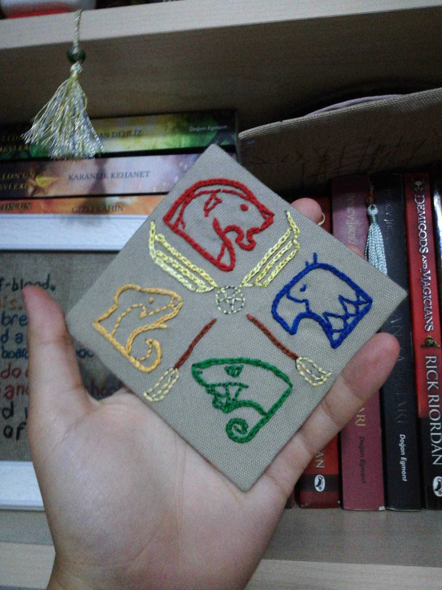 Keranet Come Si Usa.Hogwarts Logo Embroidery Thing Harry Potter Amino