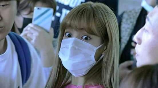 Lisa Reaction When Sara Almost Kissed Jennie Jisoo Touched Jennie S Butt C Pastel C Lisugh Kim Jennie Amino