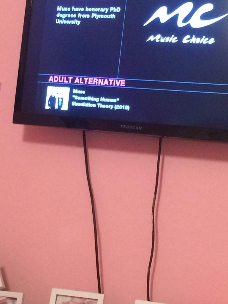 Flipping though the music channels and I saw this | Musers Amino