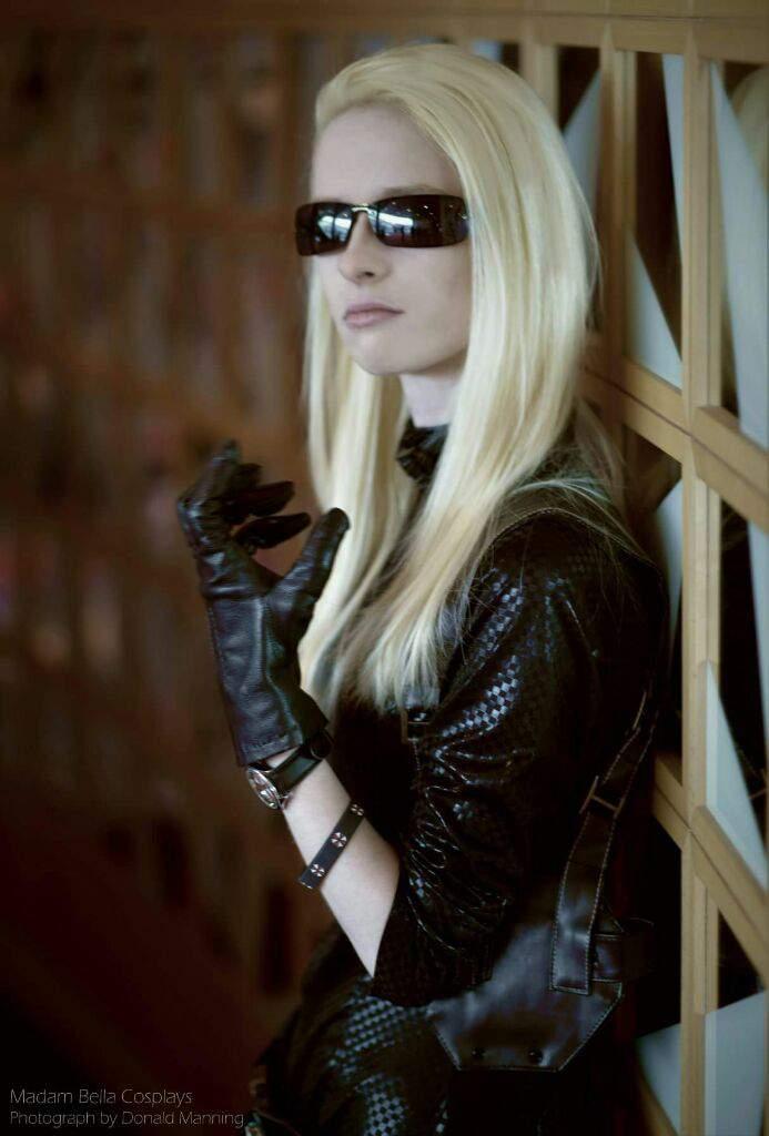 Female Albert Wesker Resident Evil 5 Cosplay Amino