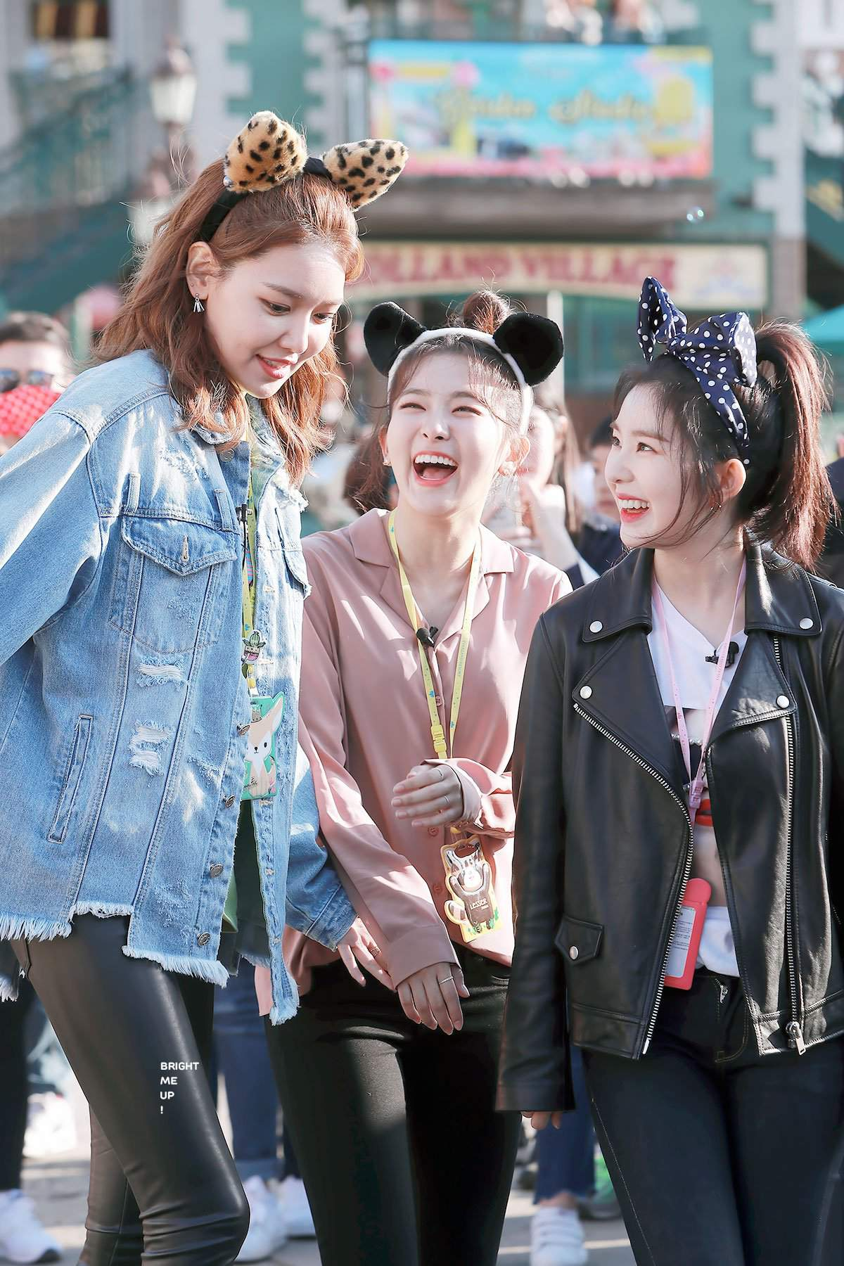 Me and sooyoung are the same height................   Red Velvet Amino