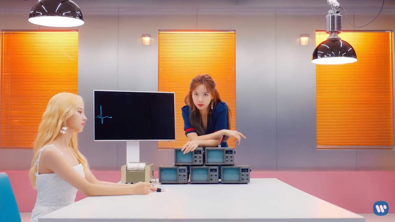 Fake True Review Mv Theory Twice 트와이스 ㅤ Amino