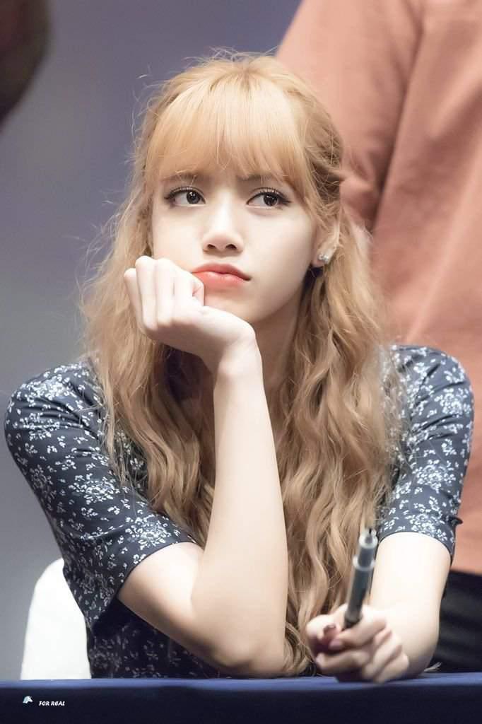 My beautiful lisa❤????   BLINK (블링크) Amino