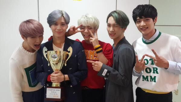 SHINEE 1ST WIN WITH VIEW! | K-Pop Amino