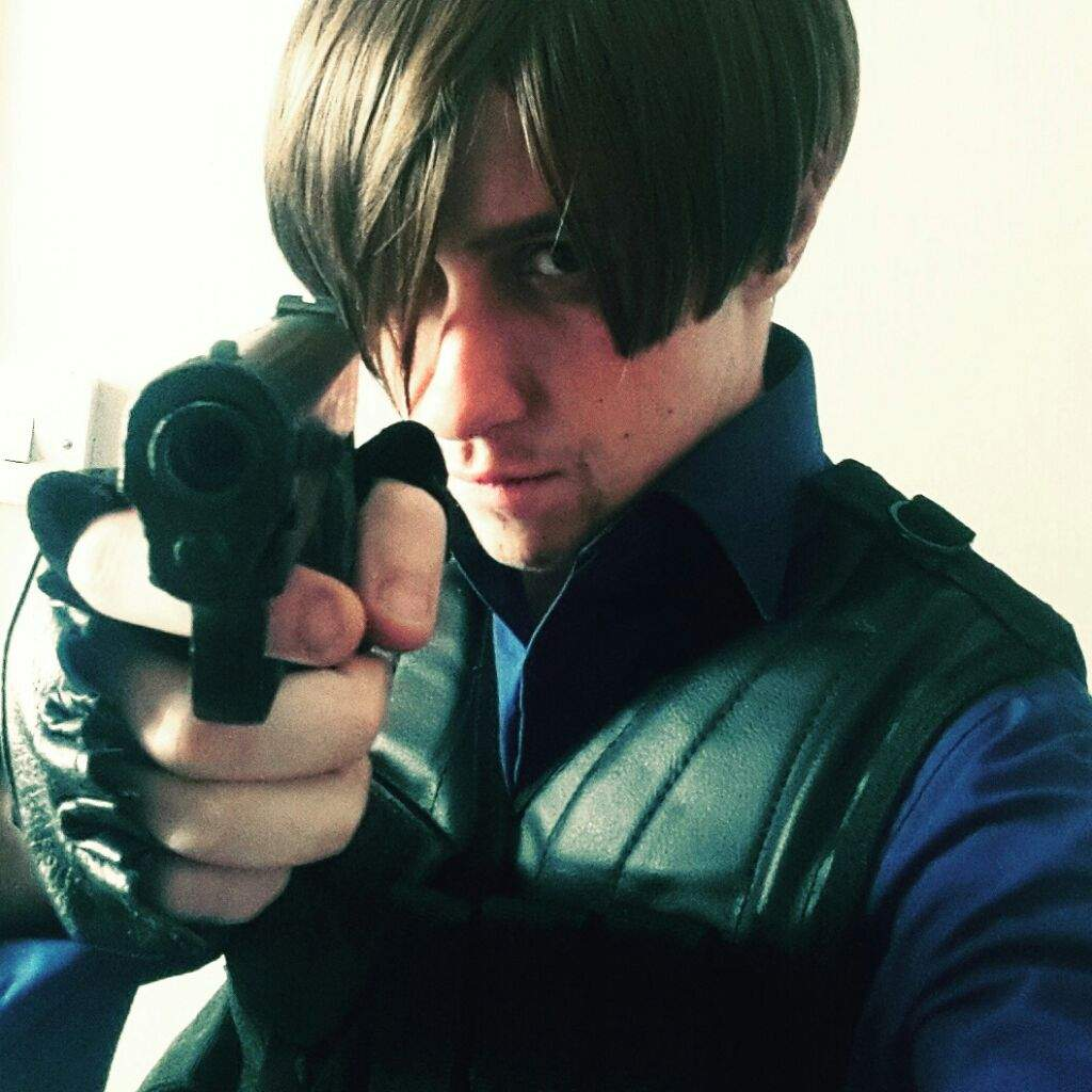 Leon S Kennedy Re6 Wiki Cosplay Amino