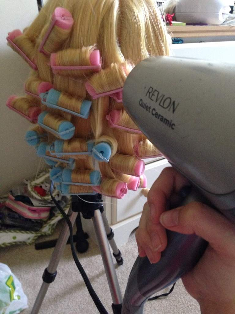 how to make a wig stay in place