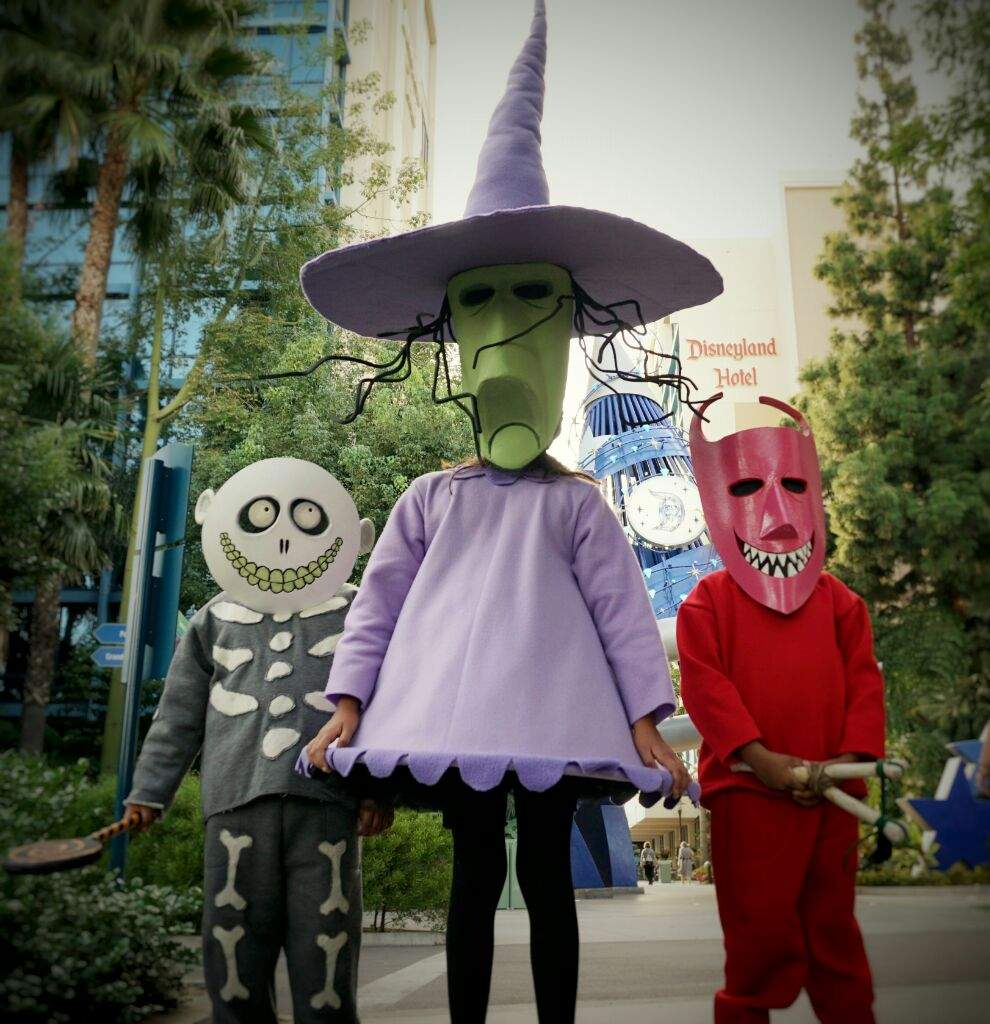 The Nightmare Before Christmas #lockshckandbarrel | Cosplay Amino