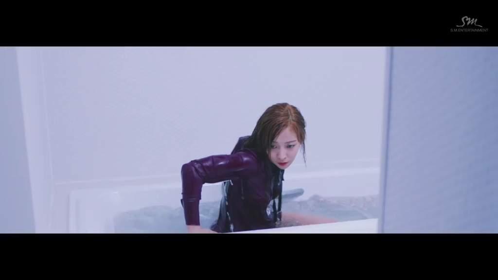 Resultado de imagem para kpop bathtub