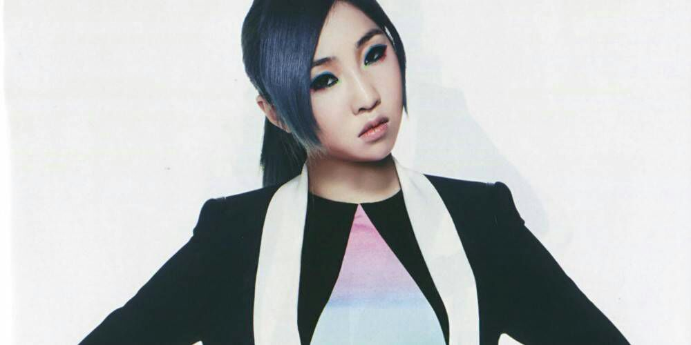 Minzy left 2NE1 & YGE + Who's Shinee member treasures fan