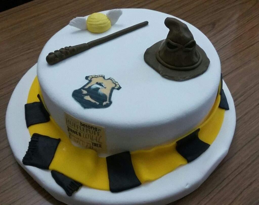 Hufflepuff 💛 Birthday Cake Harry Potter Amino