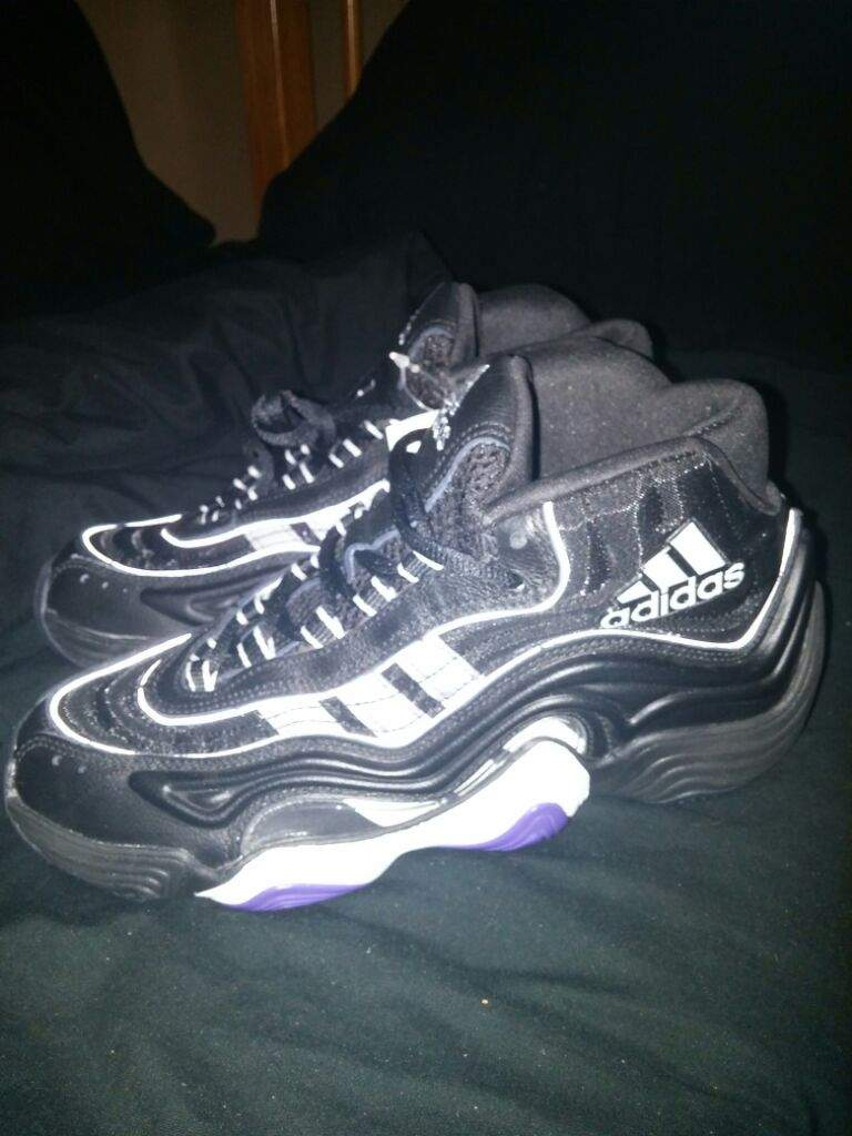 bd63be8ce845 I am a huge fan of the 90s model Adidas Shoes! Will be picking up more in  the future!!!