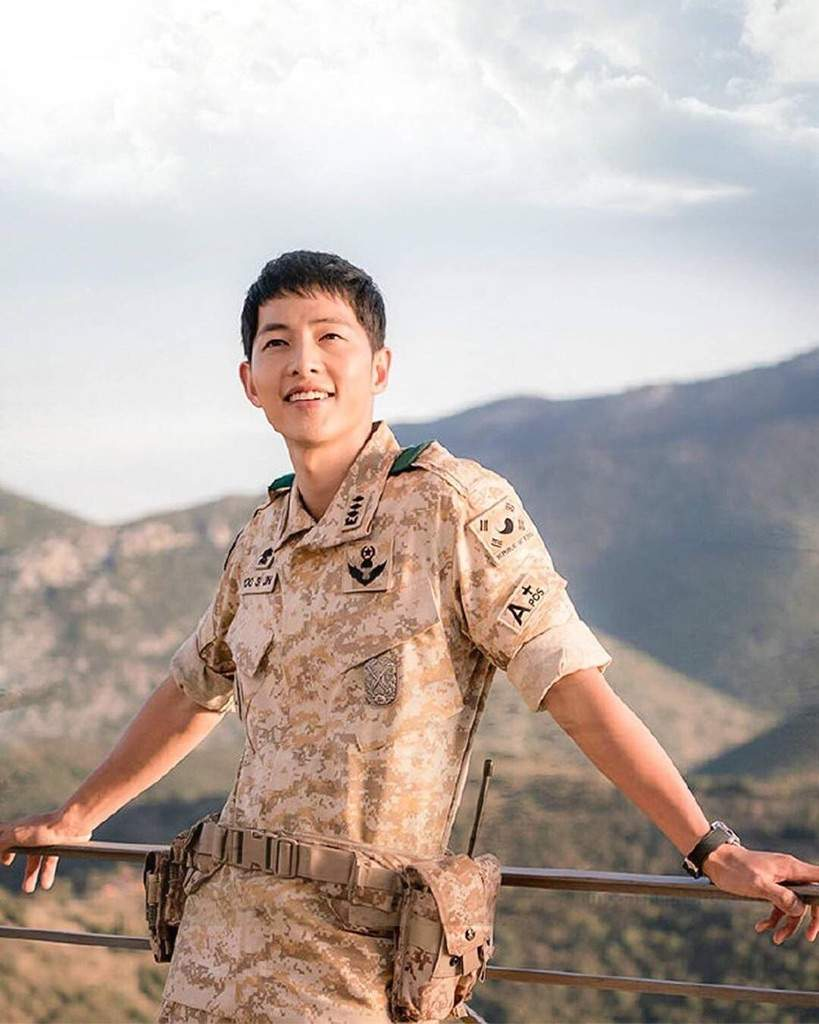 Captain Yoo Si Jin Doctor Kang Mo Yeon Wiki K Drama Amino