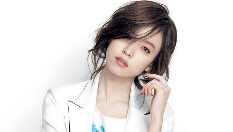Han Hyo Joo May Not Be Often Seen In Korean Dramas These Days But She Sure Has Gotten Popular With Her Movies The Beauty Inside Was Actually One Of Them