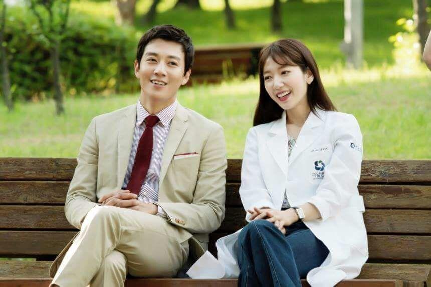 Kim Rae-won, Park Shin-hye become doctors   K-Drama Amino