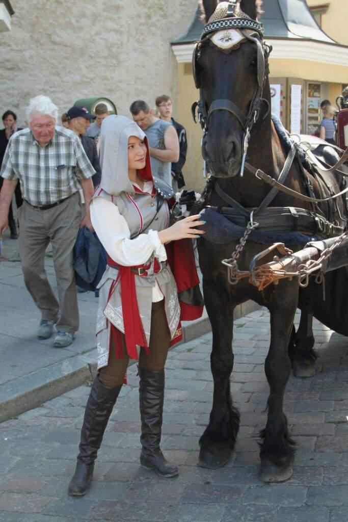 Assassin S Creed 2 Cosplay Female Ezio Auditore De La Firenze