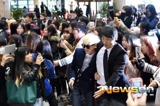 Idols At The Airport K Pop Amino