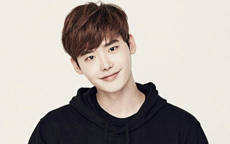 Lee Jong Suk to play in upcoming movie | K-Drama Amino