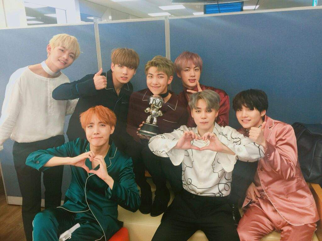 Mnet Countdown Backstage 110616 | ARMY's Amino