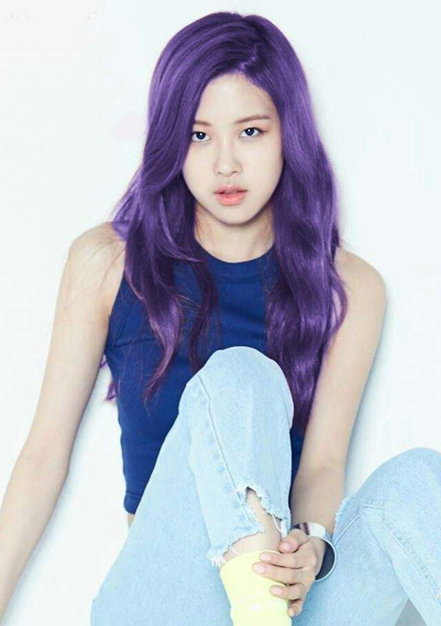 Rose Look Stunning With This Glowing And Shining Purple Tone