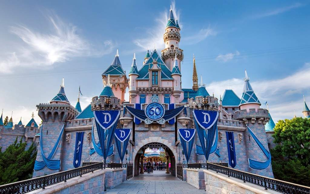 Disneyland London Disney Amino