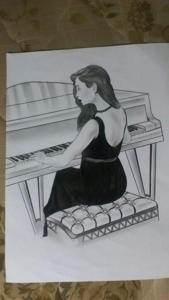 Mujer tocando el piano  Arte Amino Amino