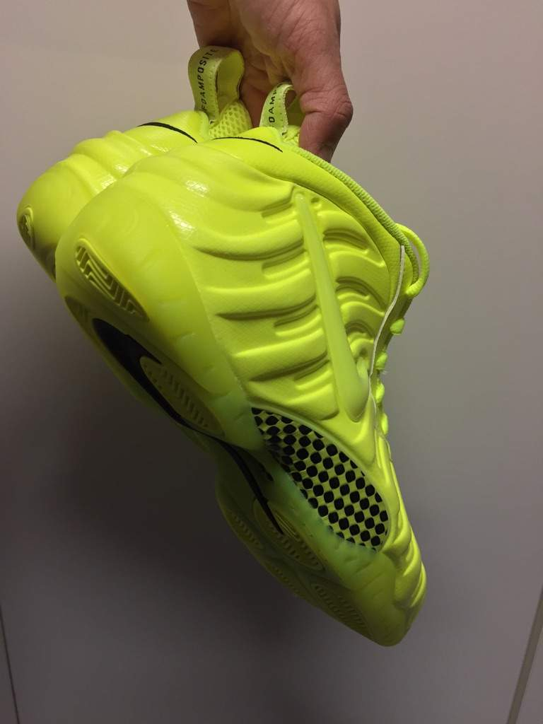 hot sale online f0e11 384f3 Nike Air Foamposite Pro Volt Colorway | Sneakerheads Amino
